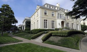Rich San Franciscans in uproar after their private street is sold (theguardian.com)